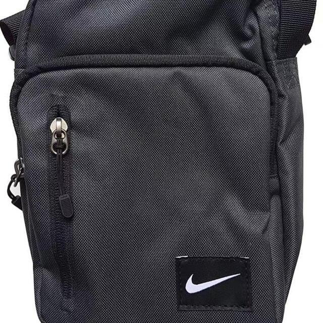 NIKE(ナイキ)の  新品/ナイキ/スモール メッセンジャーバッグ /男女兼用/ メンズのバッグ(ショルダーバッグ)の商品写真