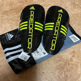 アディダス(adidas)のサッカー用品!アディダス  adidas  L すね当て PREDATOR⑸(サッカー)