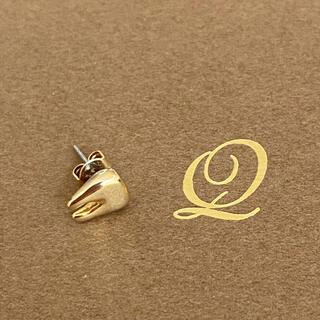 Q-pot. - キューポット 片耳用 トゥースピアス 歯モチーフ ミルク アマベル