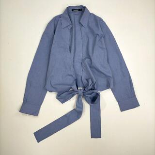ダナキャランニューヨーク(DKNY)のディーケーエヌワイ 12 シャツ ブルー トップス 無地 裾リボン シンプル (シャツ/ブラウス(長袖/七分))