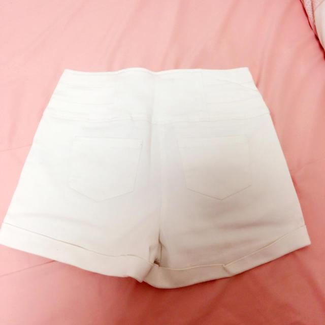 one*way(ワンウェイ)のoneway♡ホワイトショーパン レディースのパンツ(ショートパンツ)の商品写真