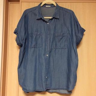 ジーユー(GU)のGU 今季 デニムシャツ未使用 XL(シャツ/ブラウス(半袖/袖なし))