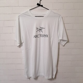アークテリクス(ARC'TERYX)の【新品】ARC'TERYX Arc'Word T-Shirt SS メンズM 白(Tシャツ/カットソー(半袖/袖なし))