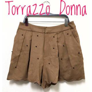 トラッゾドンナ(TORRAZZO DONNA)のTorrazzo Donna【美品】ブラックビーズ フレア キュロット パンツ(ショートパンツ)