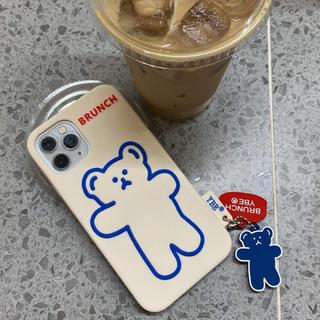 アイフォーン(iPhone)の次回発送4/21☆iPhone11ケースクマさん キーホルダー付き☆(iPhoneケース)