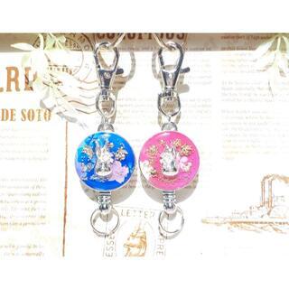 花飾りのうさぎ顔リールキーホルダー 青と桜(キーホルダー)
