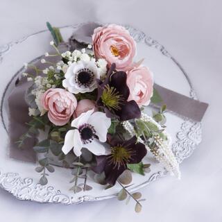 アンティークカラーのスワッグ くすみピンクのバラ ホワイトアネモネ かすみ草(ドライフラワー)
