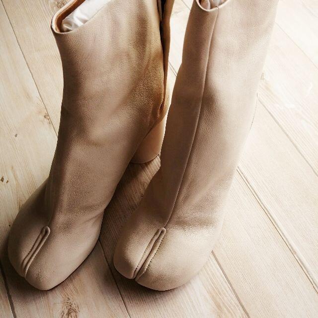 Maison Martin Margiela(マルタンマルジェラ)のマルジェラ Tabi アンクルブーツ ヴィンテージ  ホワイト レディースの靴/シューズ(ブーツ)の商品写真