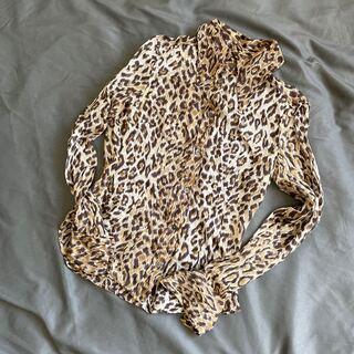 ドルチェアンドガッバーナ(DOLCE&GABBANA)の美品 サイズ38 ドルチェ&ガッバーナ 豹柄 シルクシャツ 長袖 イタリア製(シャツ/ブラウス(長袖/七分))