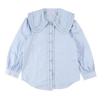 ロキエ(Lochie)の【予約販売】ラウンドカラーフリルブラウス ブルー miro amurette同型(シャツ/ブラウス(長袖/七分))