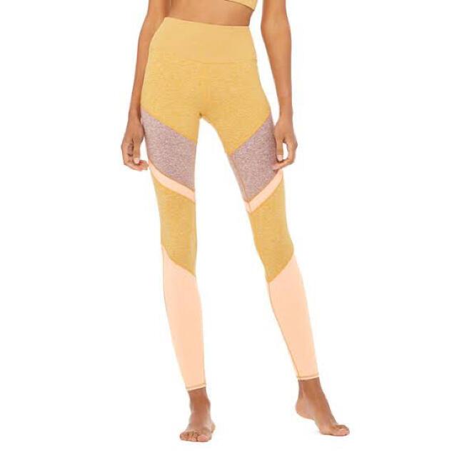 Alo yoga alosoft Sheila マスタード系ヌーディベージュxs スポーツ/アウトドアのトレーニング/エクササイズ(ヨガ)の商品写真