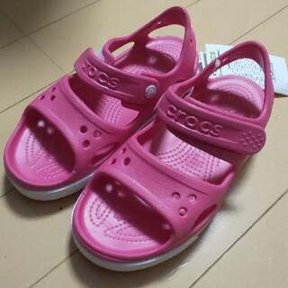 クロックス(crocs)のcrocs サンダル 17.5 ピンク(サンダル)