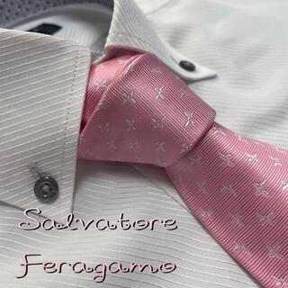 Salvatore Ferragamo - サルバトーレ フェラガモ ネクタイ【美品】パターン柄 光沢 厚手