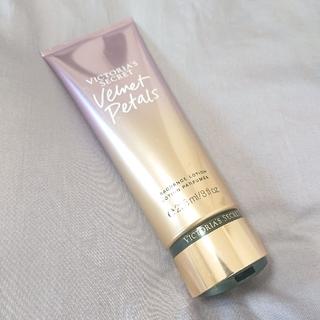 ヴィクトリアズシークレット(Victoria's Secret)のa様 <新品未開封> VICTORIA'S SECRET フレグランスローション(ボディクリーム)