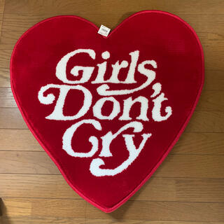 GDC - girls don't cry ラグマット 赤