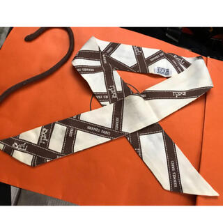 エルメス(Hermes)の最終値下 極美品 エルメス ツイリー 箱付 リボン柄 直営店購入 クリーニング(バンダナ/スカーフ)
