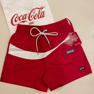 限定コラボKITH × Coca-cola スウィンム ショートパンツ レッド(ショートパンツ)