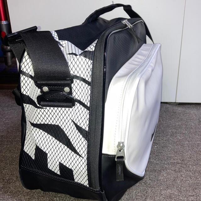 NIKE(ナイキ)のナイキ エナメルバック メンズのバッグ(ショルダーバッグ)の商品写真