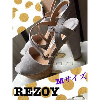リゾイ(REZOY)のREZOY スエードサンダル ライトグレー Mサイズ(ハイヒール/パンプス)