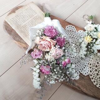 バラとかすみ草と小花の彩りピンクホワイト系ドライフラワースワッグ 花束 ブーケ(ドライフラワー)
