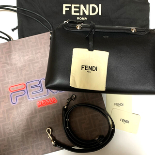 フェンディ(FENDI)のFENDI フェンディ   バイ ザ ウェイ ミディアム  ブラック 美品(ショルダーバッグ)