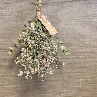 ドライフラワー 小花とかすみ草 ユーカリの癒されスワッグ インテリア(ドライフラワー)