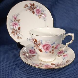 ロイヤルアルバート(ROYAL ALBERT)の英国製Queen Anne ピンクローズ ティートリオ(食器)