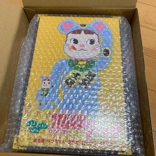 メディコムトイ(MEDICOM TOY)のBE@RBRICK 招き猫 ペコちゃん 青蓄光 100% & 400%(フィギュア)