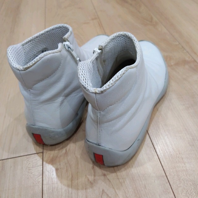 PRADA(プラダ)のプラダ レザー 革 スニーカー レディースの靴/シューズ(スニーカー)の商品写真