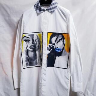 アクネ(ACNE)のACNE ロングシャツ イラスト アート 白シャツ バイカラー(シャツ/ブラウス(長袖/七分))