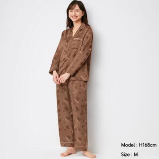 ジーユー(GU)のMeijiコラボ サテンパジャマ 板チョコ柄(パジャマ)