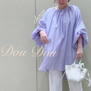 ドゥドゥ(DouDou)の新品✨¥13200【DouDou】バックオープンギャザーブラウス(シャツ/ブラウス(長袖/七分))