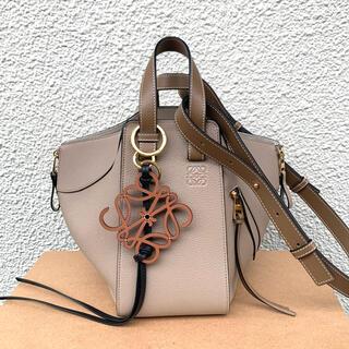 ロエベ(LOEWE)の新品LOEWE ハンモック サンドミンク スモール 正規品(ハンドバッグ)