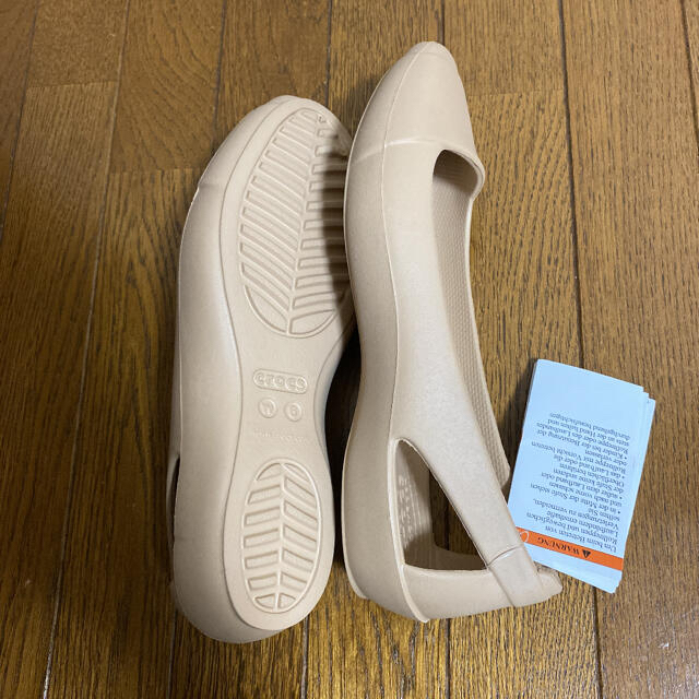 crocs(クロックス)のクロックス シエンナ フラット ベージュ W6 レディースの靴/シューズ(バレエシューズ)の商品写真