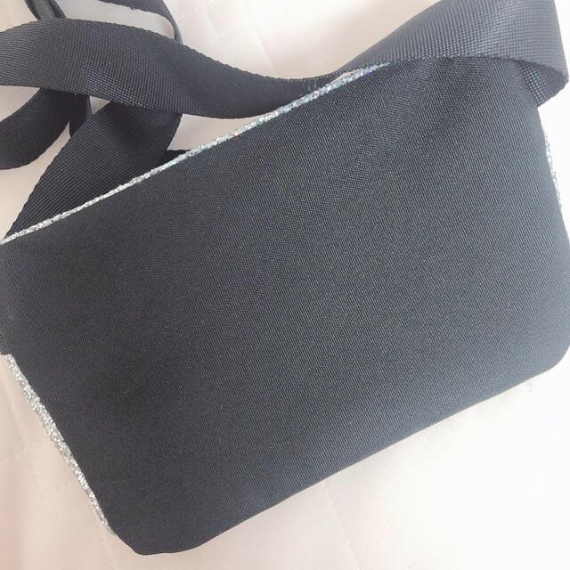 Victoria's Secret(ヴィクトリアズシークレット)のPINK ウエストポーチ バッグ ラメ シルバー グリッター ポーチ レディースのバッグ(ボディバッグ/ウエストポーチ)の商品写真