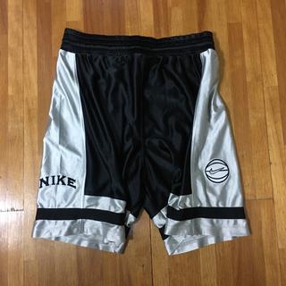 NIKE - 90s 銀タグ ナイキ 刺繍ロゴ バスケ ショートパンツ M 黒x銀