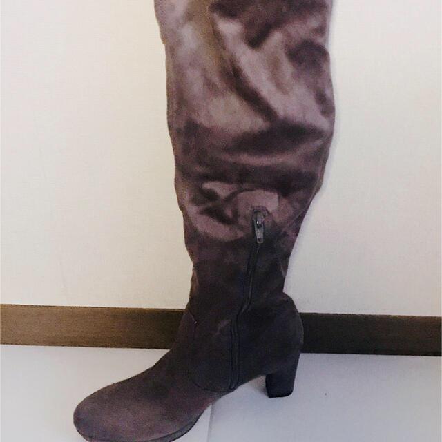 GU(ジーユー)の【GU】未使用 ニーハイブーツ Mサイズ グレー レディースの靴/シューズ(ブーツ)の商品写真