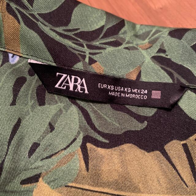 ZARA(ザラ)の《ZARA》プリントジャンプスーツ 34  XSサイズ レディースのパンツ(オールインワン)の商品写真