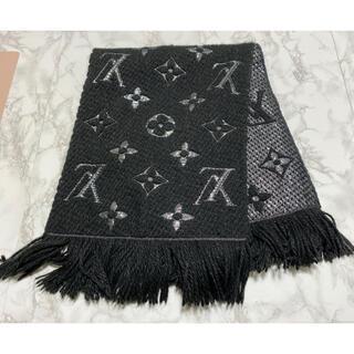 LOUIS VUITTON - ルイヴィトンエシャルプ ロゴマニア シャイン マフラー 黒×シルバー 美品
