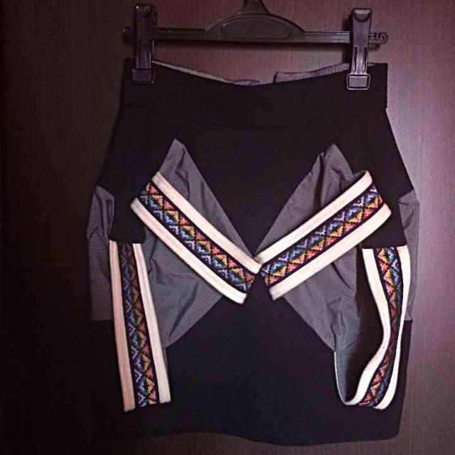 TINA KALIVAS(ティナカリバス)のTINA KALIVAS ティナ カリヴァス レディースのスカート(ミニスカート)の商品写真