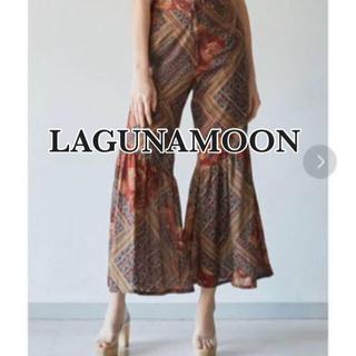 ラグナムーン(LagunaMoon)のLAGUNAMOON インディアンパターンフレアパンツ(カジュアルパンツ)