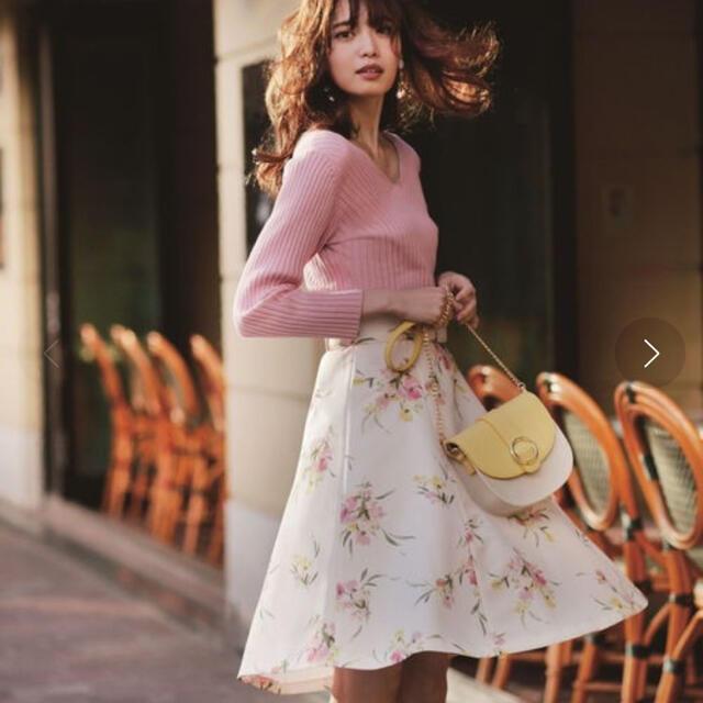 Apuweiser-riche(アプワイザーリッシェ)のApuweiser-riche ブーケフラワースカート ¥18,700 レディースのスカート(ひざ丈スカート)の商品写真