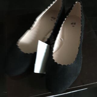 エイチアンドエム(H&M)のH&M スカラップパンプス黒 39(ハイヒール/パンプス)