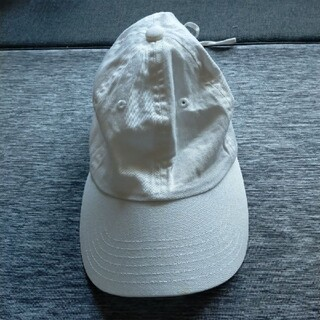 ジーユー(GU)のGU帽子キャプ白(キャップ)