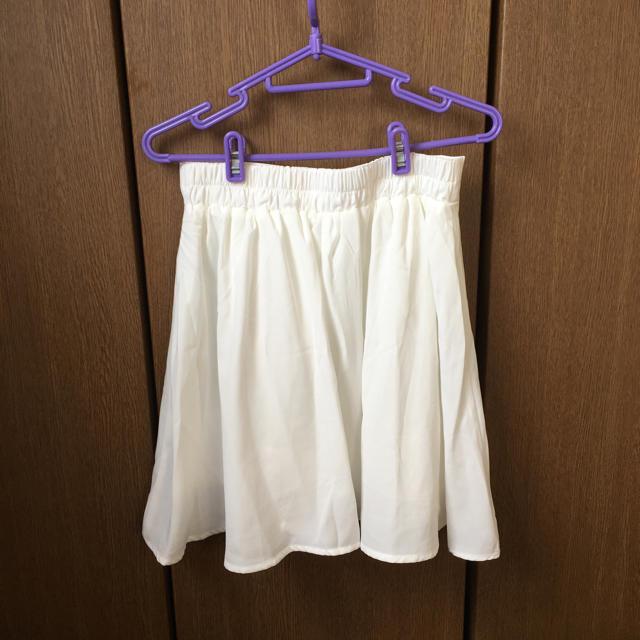 earth music & ecology(アースミュージックアンドエコロジー)の白のスカート レディースのスカート(ミニスカート)の商品写真
