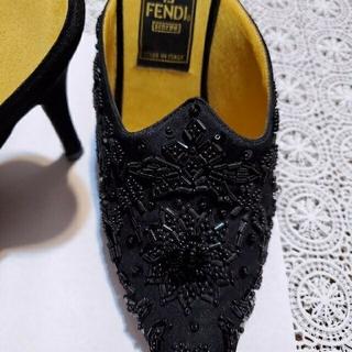フェンディ(FENDI)のフェンディ ミュール 黒サテンにビーズ装飾(ミュール)