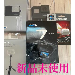 ゴープロ(GoPro)のGoPro hero7 BLACK 本体、スリーブ、三脚、SDカード32G 一式(ビデオカメラ)