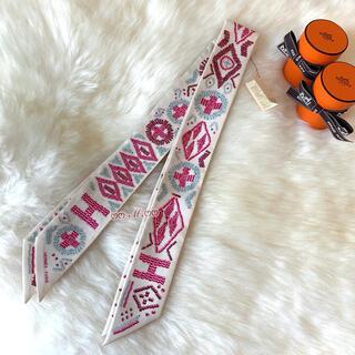 エルメス(Hermes)のエルメス HERMES 極美品 ケリーアンペルル ホワイト クリーム ツイリー(バンダナ/スカーフ)