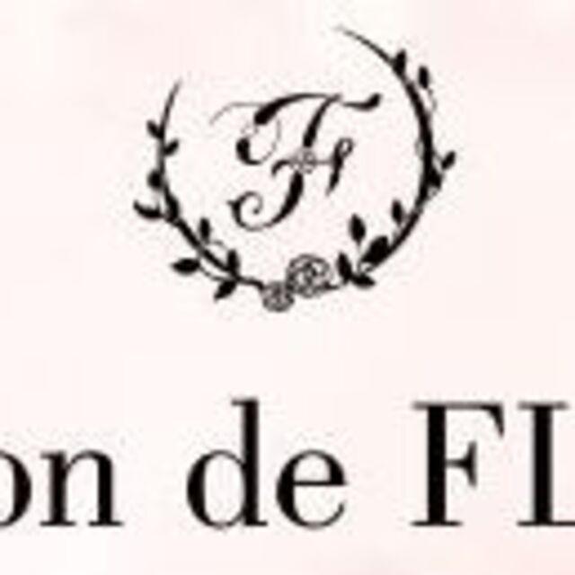 Maison de FLEUR(メゾンドフルール)のメゾンドフルールSCENT OF VAROロゴ刺繍ポーチプレゼント付き! レディースのファッション小物(ポーチ)の商品写真