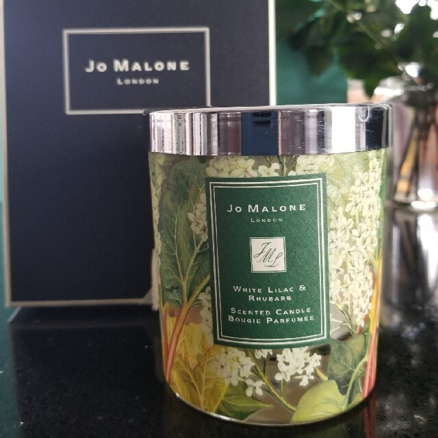 Jo Malone(ジョーマローン)のJo Malone WHITE LILAC&RHUBARBチャリティーキャンドル コスメ/美容のリラクゼーション(キャンドル)の商品写真